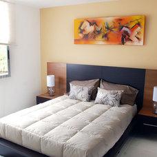 Contemporary Bedroom by FRANCISCO MUÑOZ