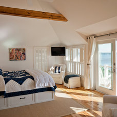 Beach Style Bedroom by Peter McDonald Architect