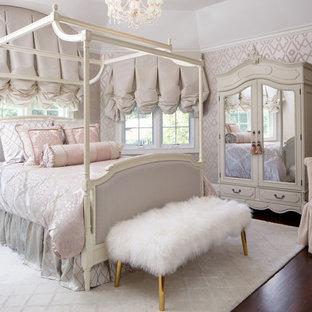Idées déco pour une chambre d'amis victorienne de taille moyenne avec un sol en bois foncé, un mur gris, aucune cheminée et un sol marron.