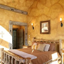 Rustic Bedroom by Paffrath & Thomas Real Estate