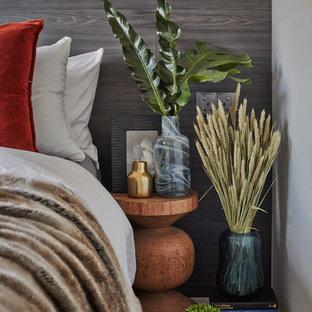 Foto de dormitorio principal, nórdico, con paredes grises y suelo vinílico