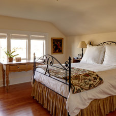 Traditional Bedroom by Blue Sound Construction, Inc.