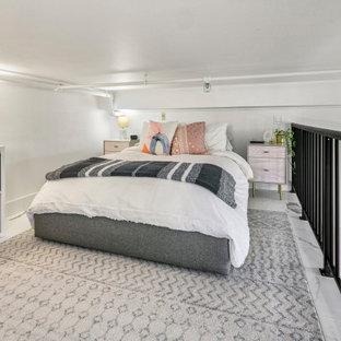 Imagen de dormitorio tipo loft, clásico renovado, pequeño, con paredes blancas, suelo de mármol y suelo blanco
