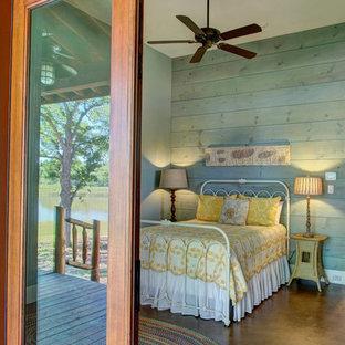 Ejemplo de dormitorio rústico con suelo de cemento