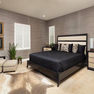 Foto de habitación de invitados actual, grande, con paredes negras, suelo de piedra caliza y suelo azul