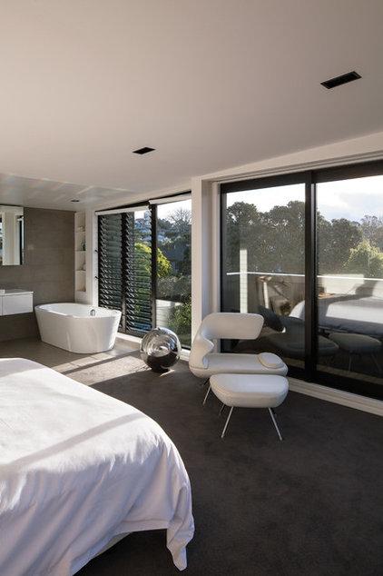 Modern Bedroom by Daniel Marshall Architect
