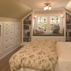 Bedroom by Riddle Construction and Design