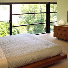 Modern Bedroom by z axis design