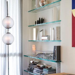 Cette image montre une chambre d'amis minimaliste de taille moyenne avec un mur blanc, un sol en bois foncé, aucune cheminée et un sol bleu.