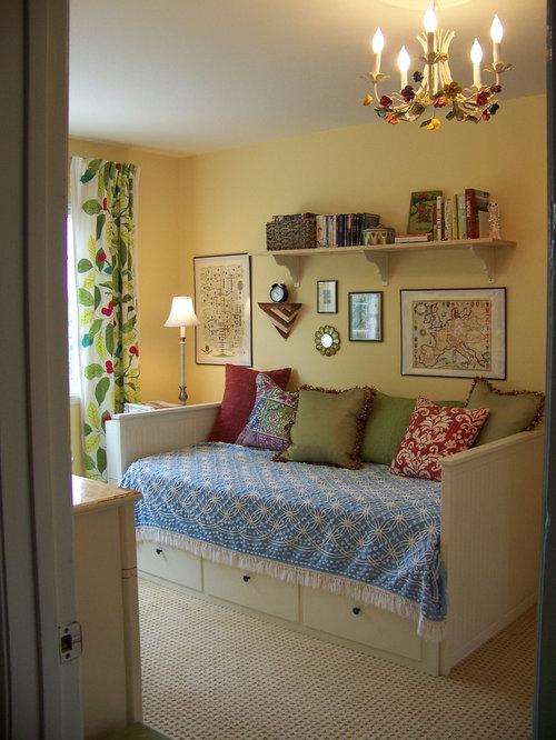 inspiration fr klassische gstezimmer ohne kamin mit gelben wnden und teppichboden