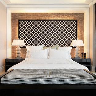 Foto di una camera da letto classica con pareti beige