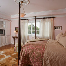 Traditional Bedroom by Mark Reuter
