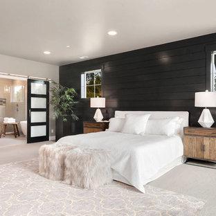 Стильный дизайн: хозяйская спальня в стиле современная классика с черными стенами, ковровым покрытием и серым полом без камина - последний тренд