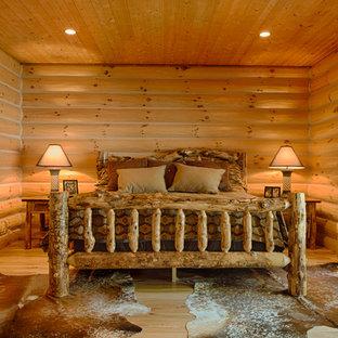 他の地域のラスティックスタイルのおしゃれな寝室 (淡色無垢フローリング、暖炉なし)