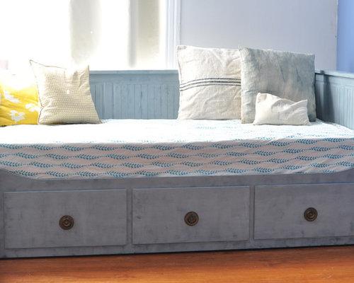 Ikea Shelves Hemnes Daybed In A Boys Bedroom: Ikea Hemnes Daybed