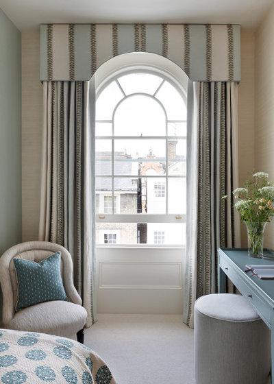 Классический Спальня by Oakley Moore Interior Design