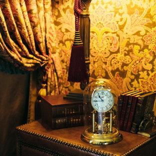 Идея дизайна: хозяйская спальня среднего размера в классическом стиле с коричневыми стенами, темным паркетным полом и фасадом камина из штукатурки без камина