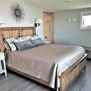 Renovated beach cottage 2nd floor master bedroom