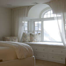 Traditional Bedroom by Barnes Vanze Architects, Inc