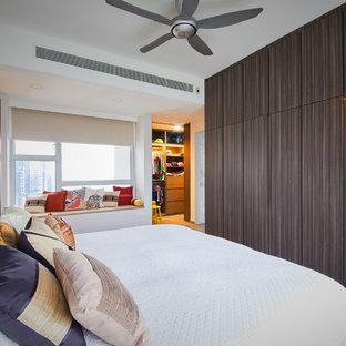 Diseño de dormitorio principal, de estilo zen, con paredes blancas