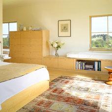 Farmhouse Bedroom by Pill - Maharam Architects