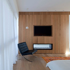 Contemporary Bedroom by Vered Blatman Cohen