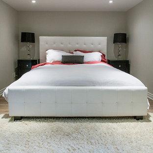 Foto de dormitorio rústico con paredes grises y suelo de linóleo