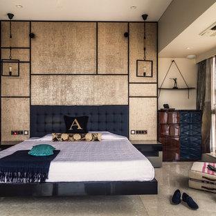 Diseño de dormitorio principal, actual, con paredes beige y suelo beige