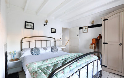 Ideas to Steal From Your Fantasy Holiday Cottage Bedroom