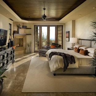 Inredning av ett modernt sovrum, med beige väggar och en öppen hörnspis