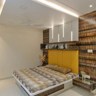 На фото: хозяйская спальня среднего размера в современном стиле с белыми стенами, полом из керамогранита, бежевым полом и обоями на стенах