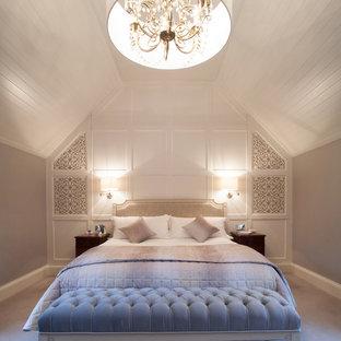 Modelo de dormitorio techo inclinado clásico