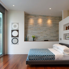 Bedroom by McElroy Architecture, AIA