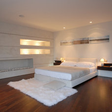 Modern Bedroom by Tocha Project