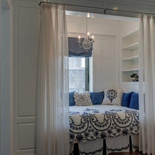 Источник вдохновения для домашнего уюта: маленькая спальня в классическом стиле с белыми стенами без камина