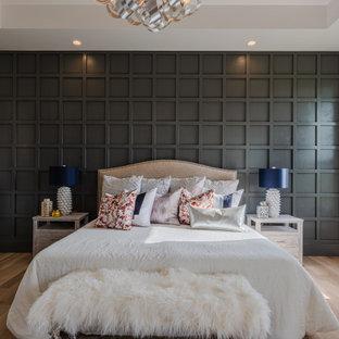 オクラホマシティの広いモダンスタイルのおしゃれな主寝室 (白い壁、淡色無垢フローリング、格子天井、板張り壁)
