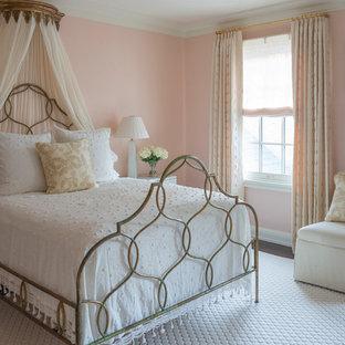 Mittelgroßes Klassisches Gästezimmer mit rosa Wandfarbe und dunklem Holzboden in Jacksonville