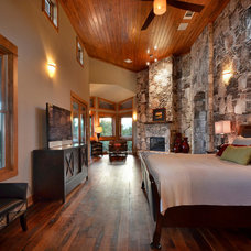 Rustic Bedroom by Latchford Bachardy Architects