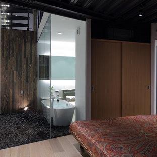 京都のコンテンポラリースタイルのおしゃれな主寝室 (淡色無垢フローリング、ベージュの床)