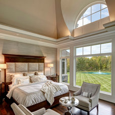 Traditional Bedroom by DesRosiers Architects
