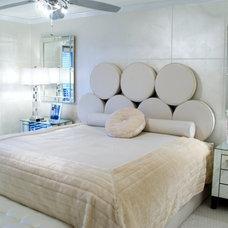 Modern Bedroom by Ursallie Smith