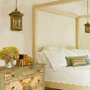 Bedroom - mid-sized traditional master light wood floor bedroom idea in Miami with beige walls and no fireplace