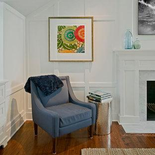 Foto de dormitorio principal, tradicional, de tamaño medio, con paredes blancas, suelo de madera en tonos medios, chimenea tradicional y marco de chimenea de madera