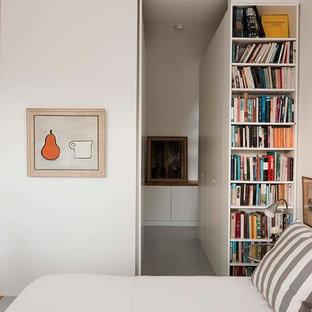 Ispirazione per una camera matrimoniale design di medie dimensioni con pareti bianche, pavimento in vinile, nessun camino e pavimento blu