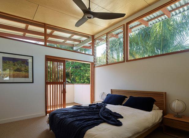 Tropical Bedroom by Arcke Pty Ltd