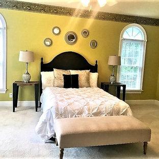 Diseño de dormitorio principal, contemporáneo, de tamaño medio, con paredes verdes, moqueta y suelo beige