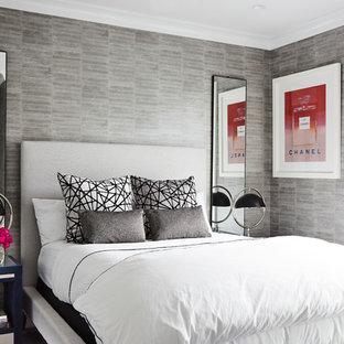 Mittelgroßes Modernes Gästezimmer mit grauer Wandfarbe in New York