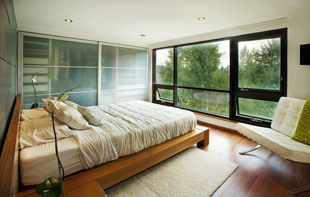 Contemporary Bedroom by S2 Architects