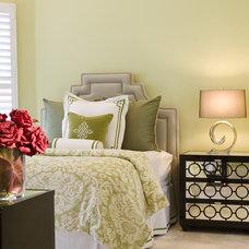 Modern Bedroom by Craig Denis