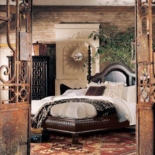 Свежая идея для дизайна: хозяйская спальня среднего размера в викторианском стиле с коричневыми стенами, темным паркетным полом, стандартным камином и фасадом камина из штукатурки - отличное фото интерьера